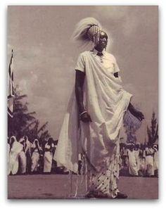 https://flic.kr/p/94f8zH   Le Mwami Mutara Rudahigwa du Ruanda en costume d'apparat.   Date incertaine: dans les années 1950 ?