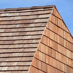 Always specify Certigrade Western Red Cedar Shingles for quality assurance. 1 Grade Blue Label Western Red Cedar Shingles are the premium grade suitable for high-end roof wall cladding applications. Timber Roof, Timber Cladding, Cedar Roof, Garden Cabins, Wooden Facade, Timber Architecture, Roofing Options, Pallet Shed, Facades