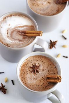 Chai Latte with thermomix A delicious Indian drink based on milk and cinnamon for your afternoon tea. Matcha, Chaï Tea Latte, Iced Latte, Vanilla Chai Tea, Indian Drinks, Chicory Root, Latte Recipe, Coffee Recipes, Food And Drink