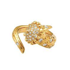 La bague Dear Deer diamants et or jaune d'Aaron Jah Stone http://www.vogue.fr/joaillerie/le-bijou-du-jour/diaporama/la-bague-dear-deer-diamants-et-or-blanc-d-aaron-jah-stone/17423#!la-bague-dear-deer-diamants-et-or-jaune-d-039-aaron-jah-stone