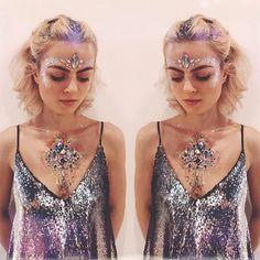 Gypsy shrine festival look 💕 💜 rave/festival makeup макияж, Rave Festival, Festival Hair, Festival Looks, Festival Outfits, Festival Fashion, Festival Style, Karneval Diy, Alien Halloween, Halloween Costumes