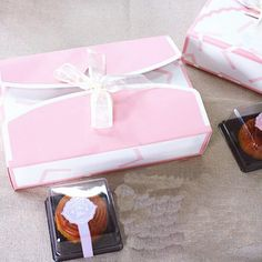 21.5*14.5*4.5cm Pink and white moon cake box Paper cookie biscuit boxes Food packaging $36.00