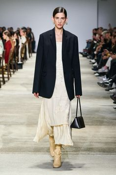 Jil Sander Fall 2020 Ready-to-Wear Fashion Show - Vogue Jil Sander, Runway Models, Fashion 2020, Runway Fashion, High Fashion, Milano Fashion Week, Vogue Russia, Vogue China, Vogue Japan