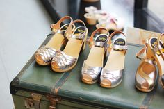 Silver on a suitcase Swedish Clogs, Swedish Hasbeens, Crazy Shoes, Me Too Shoes, Latest Fashion For Women, Womens Fashion, Wedge Loafers, Socks And Heels, Shoe Boots