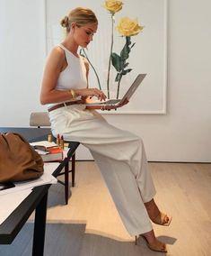 Rosie Huntington Whiteley, Rosie Whiteley, Racerback Top, Photoshoot Inspiration, Style Inspiration, Model Tips, Work Fashion, Fashion Outfits, Fashion Clothes