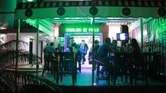 Situado cerca de El Malecón, el 3D Café es un establecimiento moderno, con una decoración inspirada en los locales nocturnos de moda en Miami.  El 3D Café es propiedad del popular cómico Robertico y ofrece actuaciones en vivo de artistas cubanos, tapas de calidad y originales cocktails.