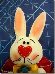 artemelza - coelho de páscoa Cone, Easter, Dolls, Easter Bunny, Feltro, Dressmaking, Baby Dolls, Easter Activities, Puppet