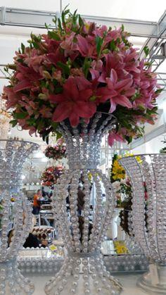 Diy Wedding Decorations, Centerpiece Decorations, Flower Centerpieces, Wedding Centerpieces, Bling Centerpiece, Diy Flowers, Paper Flowers, Diy Recycling, Large Flower Arrangements