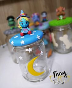 Monster Decorations, Drink Bottles, Ideas Para, Snow Globes, Birthdays, Birthday Parties, Disney, Party, Decorated Jars