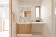 Bathroom Decorating – Home Decorating Ideas Kitchen and room Designs White Bathroom, Modern Bathroom, Small Bathroom, Bathroom Ideas, Bathrooms, Light Wood Cabinets, Large Bathtubs, Diy Kitchen Storage, My Home Design
