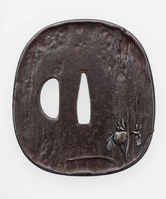 Tsuba with design of iris Samurai Weapons, Katana Swords, Knives And Swords, Japanese Blades, Japanese Sword, Samurai Artwork, Japan Crafts, Museum Of Fine Arts, Sword Art