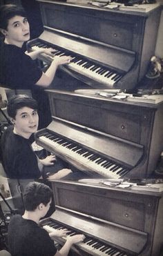 Dan Howell playing piano is my favorite thing ever <3