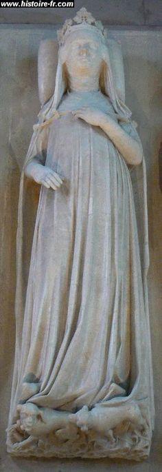 Gisant de Jeanne d'Evreux,  vers 1327, église St-Denis- En septembre 1322, le roi épousa alors en 2° noces Marie de Luxembourg, fille de l'Empereur germanique Henri VII de Luxembourg. Comble de malchance, cette dernière, enceinte d'un petit garçon, mourut au cours d'un accident de voitire en 1324.