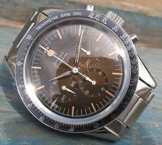 One of my favorite Speedy references right now.. 2998-2  Alpha hands. Black bezel tachymètre base 1000. The lollipop hand is fitted on the majority of the production. Dial is identical to the 2915-1.