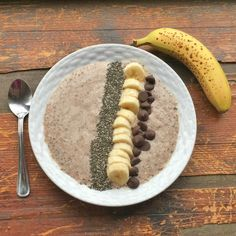 Smoothies are great because they are healthy and easy if you are in a rush? But have you ever thought to have it for breakfast when you are not in a rush? Check out this yummy chocolate covered banana oatmeal smoothie bowl recipe for breakfast today!