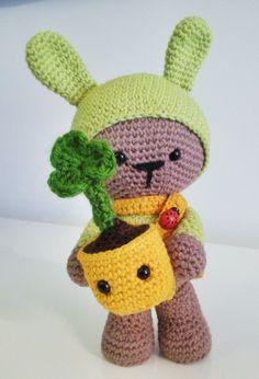 Mi amigurumi Tekubi: Samrock & Seamair. Patrón gratuito aqui:  mispequicosas.blogspot.com.es/2014/01/amigurumi-muneca-conejo