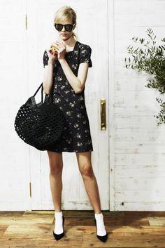 dress ¥48,000 sunglasses ¥28,000 bag ¥14,000 socks ¥1,500 pumps ¥85,000