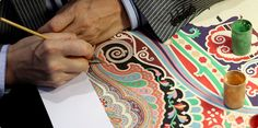 Collaborating with Serge Maury is fundamental for Etro: his work represents the long future that lies in luxury paisley design. Read more on Alfabetro magazine.