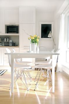 Oh how I love white. And I love these chairs.
