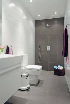 Looking for a small bathroom remodel ideas? Don't worry, we show some of our favorite small bathroom remodel ideas that really work. Get ready to have a small bathroom that looks twice bigger than its original size with Woodoes team! Natural Small Bathrooms, Small Bathroom Tiles, Modern Bathroom Design, Bathroom Interior Design, Bathroom Flooring, Amazing Bathrooms, Gray Bathrooms, Modern Bathrooms, Bathroom Grey
