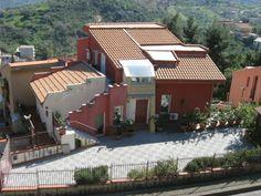 Casa Rossa   Presente su www.BedAndBreakfastItalia.com #BnBItalia #BnBSicilia #BnB #BedAndBreakfast #BeB #BeBItalia #BeBSicilia #BnBItaly