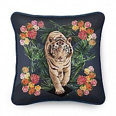 Es begegnete mir einst ein stolzer Tiger im Schlafe, und ich spürte: Ich brauche mich nicht zu fürchten. Akzeptiere ich ihn als Freund, erweist er sich als treuer Weggefährte und Beschützer in ungewissen Momenten.