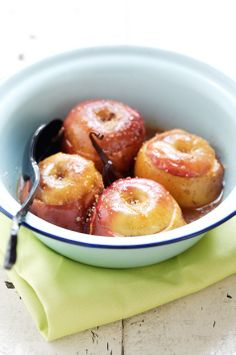 Apples baked with cinnamon, vanilla bean and nuts :)
