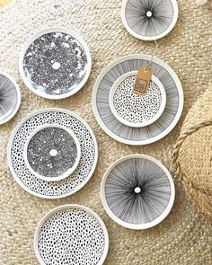 Porzellan-Schätze China - Black Porcelain Jewelry - - Hobbies paining body for kids and adult Pottery Plates, Ceramic Pottery, Pottery Art, Ceramic Clay, Ceramic Plates, Decorative Plates, Pottery Painting, Ceramic Painting, Keramik Design