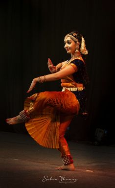 Utthara Unni performing Bharatanatyam @ Soorya festival 2018 – Hobbies paining body for kids and adult Dance Photography Poses, Dance Poses, Photography Women, Belly Dancer Costumes, Indian Classical Dance, Dance Fashion, Beautiful Women Pictures, Most Beautiful Indian Actress, Indian Beauty
