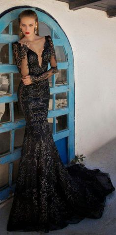 Exquisite Mermaid Deep V-neck Backless Long Lace Prom Dress with Appliques