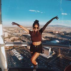 """""""A High Roller é animaaaaal! Vê-la lá debaixo, e depois subir e ver tudo pequenininho foi emocionante. #vicemvegas #aroundtheworldVegas"""""""