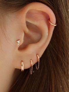 Pretty Ear Piercings, Ear Piercings Tragus, Labret Piercing, Piercing Tattoo, Female Piercings, Types Of Ear Piercings, Ear Earrings, Cartilage Earrings, Gold Earrings