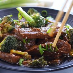 Instant Pot Beef and Broccoli is a simple 30 minute meal that's family friendly and on the table in just a few minutes, faster than take out! It's a delicious paleo beef recipe for a busy weeknight or great for meal prep Beef With Broccoli Recipe, Steak And Broccoli, Broccoli Recipes, Paleo Recipes, Real Food Recipes, Broccoli Ideas, Chinese Beef And Broccoli, Soup Recipes, Granny's Recipe
