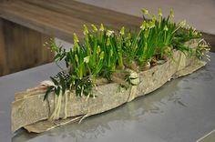Designer, Jolien Vanderstappen Leaf Flowers, Spring Flowers, Arte Floral, Woodland Wedding, Nature Decor, Floral Arrangements, Flower Arrangement, Ikebana, Horticulture