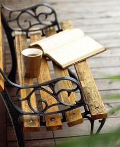 Tu y yo sentados al atardecer, tú leyéndome y yo tomándome el café!!!!