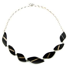 Kette aus schwarz-transparenten Blattform-Elementen * Black with transparent taupe coloured necklace acrylic glass