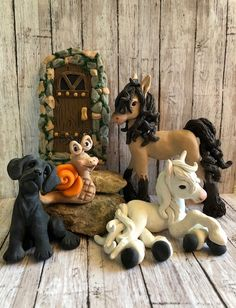 Clay Creations Polymer Clay Sculptures Horse Sculpture, Sculpture Clay, Animal Sculptures, Gift Wrapping Clothes, Christmas Horses, Cute Beagles, Polymer Clay Sculptures, Cat Pin, Clay Creations