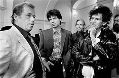 Praha, 18. srpen 1990 - Pražský hrad - V. Havel přijal členy skupiny The Rolling Stones v den jejich legendárního vystoupení na Strahovském stadionu, prvním koncertu světových hvězd v postkomunistickém Československu Praha, 18. srpen 1990 - Pražský hrad - V. Havel přijal členy skupiny The Rolling Stones v den jejich legendárního vystoupení na Strahovském stadionu, prvním koncertu světových hvězd v postkomunistickém Československu