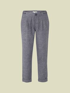These flattering ankle-length trousers are made from a smart linen mix fabric with turned up cuffs and a relaxed fit.