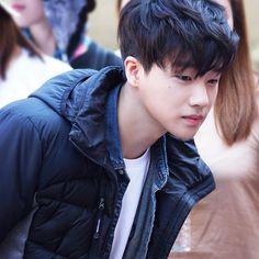 iKON take you behind the scenes of their 'NEPA' photoshoot! Kim Jinhwan, Chanwoo Ikon, K Pop, Outdoor Clothing Brands, Winner Ikon, Korean People, Hip Hop And R&b, Korean Wave, 2015 Hairstyles