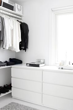 Walk-in-Closet on a low budget Dressing dans un esprit minimaliste Related posts: DIY Open Concept Schrank – Alicia Fashionista – … Mein neuer begehbarer Kleiderschrank! dresses in your closet Built out closet – Closet Walk-in, Closet Bedroom, Closet Space, Home Bedroom, White Closet, Walk In Closet Ikea, Tiny Closet, Ikea Bedroom Decor, Small Bedroom Wardrobe
