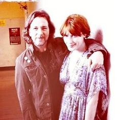 Florence Welch and Eddie Vedder from Pearl Jam. Florence Welch, I Love Music, Her Music, Matt Cameron, Pearl Jam Eddie Vedder, 1st Wedding Anniversary, Florence The Machines, Photography Challenge, Celebrity Couples