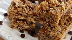 Toasted coconut and oats mix in a sauce made with honey and peanut butter for these granola bars. -- substitute maple syrup for FODMAP Healthy Dinner Recipes, Healthy Snacks, Snack Recipes, Bar Recipes, Protein Snacks, Healthy Breakfasts, Skinny Recipes, Protein Bars, Easy Snacks