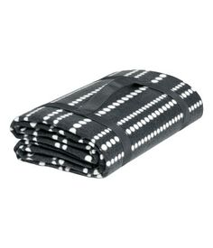 Anthracite gray/striped . Picnic blanket in polyester fleece with a printed pattern at front and water-repellent, soft plastic backing. Practical carry