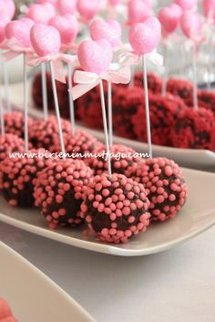 I wanted to start the week for dessert . Let's make dessert in the kitchen today Let's enter the week by eating Meatballs And Gravy, 2nd Birthday Party Themes, Birthday Table, Chocolate Pops, Easy Pasta Salad, Baked Pork Chops, Barbacoa, Cake Pops, Frozen