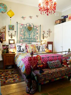 Simply put, bohemian decor is about mixing, matching, coloring and smartly placing of unique items at a location. When it has to do with bohemian decor, there isn't any denying the ability of the California cool movement. Bohemian Bedroom Design, Boho Bedroom Decor, Bohemian Style Bedrooms, Bedroom Designs, Bohemian Decor, Modern Bedroom, Bedroom Ideas, Bohemian Room, Decor Room
