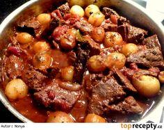 Hovädzie dusené na cibuľkách Stifado Slow Cooker Recipes, Crockpot Recipes, Pot Roast, Stew, Chili, Food And Drink, Meat, Healthy, Ethnic Recipes