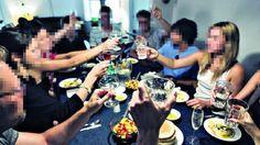 """Lavoro Bari  Decine di cuochi attivi sulle piattaforme social: aprono le porte di casa o vanno a domicilio per cifre tra i 10 e i 40 euro a persona. Federalberghi: """"Senza...  #LavoroBari #offertelavoro #bari #Puglia Chef a domicilio e trattorie in casa boom in Puglia. Ma i ristoratori insorgono: """"Tutti in nero"""""""
