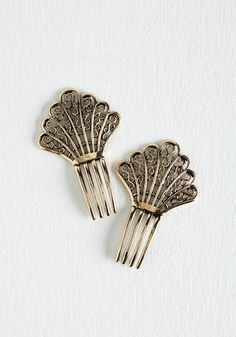Vintage Hairstyles Deco 'Do' Hair Comb Set. Dont hold back - go head-to-toe chic on your next date night by accessorizing with these golden hair combs! Hat Hairstyles, Vintage Hairstyles, Victorian Style Clothing, Vintage Clothing, 1930s Hair, Art Deco Hair, Special Occasion Shoes, Vintage Hair Accessories, Hair Jewels