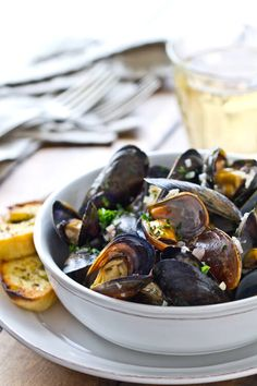 Kerrygold Garlic Herb butter is the secret for these Quick Mussels with Garlic Herb Butter. Ready in under 15 minutes it's perfect for weekend entertaining.